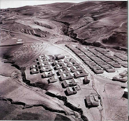 Colonisation : un camp de concentration filmé en 1959